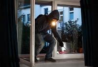 Bei Kellereinbrüchen in Kassel hat sich ein Tatverdächtiger verletzt, die Polizei nahm ihn im Krankenhaus fest.