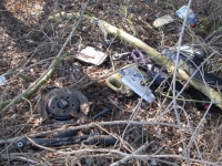 Bei Fuldabrück wurden in einem Waldstück Autoteile und Motoröl entsorgt.