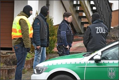 Polizei und Zoll durchsuchten ein Haus im Aue nach Rauschgift.