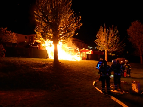 In Kassel brannte vergangene Nacht eine Gartenhütte nieder.