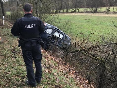 Am 6. Januar ereignete sich ein Unfall auf der Landesstraße zwischen Schreufa und Sachsenberg - der Fahrer wurde schwer verletzt
