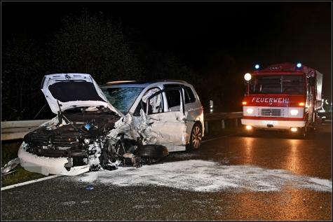 Zwei schwer Verletzte forderte ein Unfall auf der Biedenkopfer Ortsumgehung am Sonntagabend.