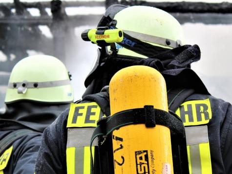 Ein technischer Defekt an einem BMW löste in Geismar (Waldeck-Frankenberg) am 28. Mai einen Feuerwehreinsatz aus