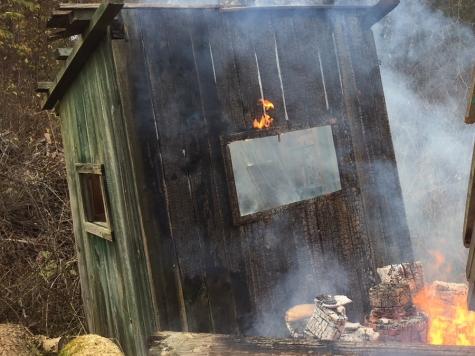 Zwei Hochsitze brannten in der Feldgemarkung zwischen Goldhausen und Alleringhausen.