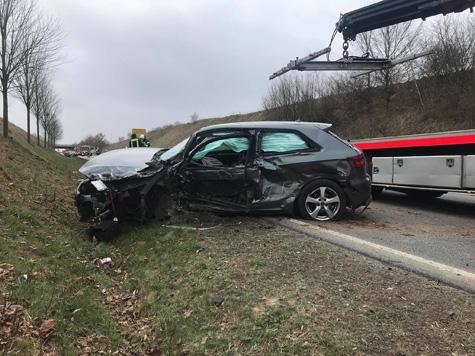Auf der Bundesstraße 253 ereignete sich am Sonntag ein schwerer Unfall.