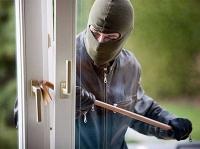 Am 6. Juni wurde in Röddenau in die Servicesteller zweier Banken eingebrochen - die Polizei sucht dringend Zeugen.