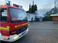 Die Wehren aus Brilon und Altenbüren löschten einen Containerbrand.