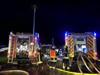 In Gemünden-Grüsen kam es zu einem Brand in einer Biogasanlage. Mehrere Feuerwehren waren im Einsatz, um das Feuer im Motorraum zu löschen.