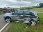 Der Mercedes mit roten Nummernschildern wurde bei dem Zusammenstoß bei Gut Dingeringhausen völlig zerstört.