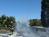 Auf der Autobahn 49 brannte am Dienstag ein Fahrzeug aus.