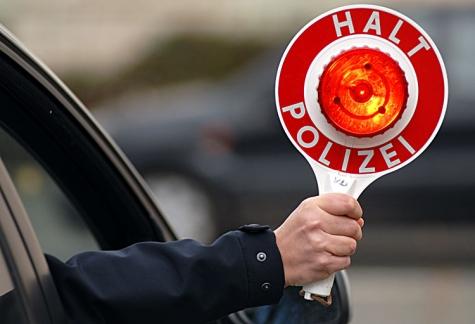 Die Polizei musste am Pfingstsonntag einen Ford Focus in Bad Arolsen stoppen - der Fahrer war alkoholisiert.
