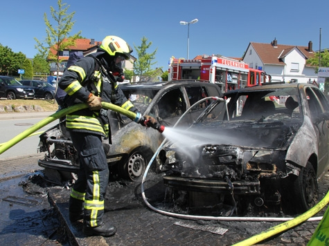 Brennende Fahrzeuge riefen am 29. Mai die Feuerwehr Korbach auf den Plan.