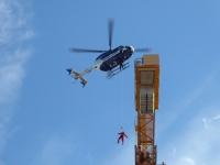 Eine aufwändige Rettungsaktion vollbrachten Einsatzkräfte am Donnerstag in Kassel.