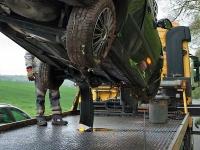 Ein Mitsubishi musste am 4. März auf der Landesstraße 3296 nach einem Unfall abgeschleppt werden.