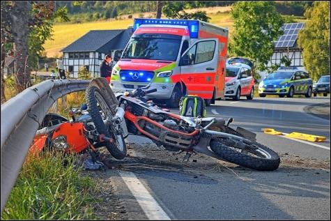 Zwei Motorradfahrer wurden in Diedenshausen schwer verletzt.
