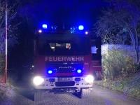 Die Feuerwehr rückte am Sonntag zu einem brennenden Pkw in die Zolderstraße aus