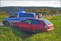 Die Beifahrerin flog bei diesem schweren Unfall aus dem Fahrzeug.