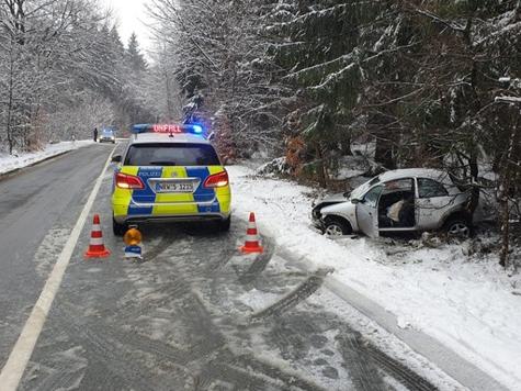 Zwischen Lichtenau und Willebadessen kam es am Montag zu einem Verkehrsunfall.