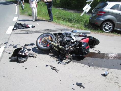 Am 18. Mai kam es am Ortsausgang von Vöhl zu einem Verkehrsunfall - Feuerwehr, Rettungskräfte und ein Rettungshubschrauber waren im Einsatz.