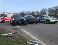 Am 31. März kam es auf der B 251 zu einem Unfall mit drei schwerverletzten Personen und einem Gesamtssachschaden von mindestens 30.000 Euro.