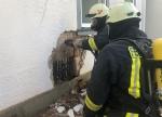 Zum Brand in einer Hauswand wurde am Montag die Feuerwehr alarmiert.