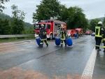 Auch  die Korbacher Wehr unterstützte am 15. Juni mit ihrem Umweltschutz Gerätewagen bis 21.30 Uhr die Vöhler Kameraden.