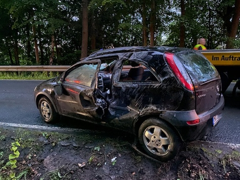 Am 4. Juni ereignete sich auf der Kreisstraße 40 ein Alleinunfall mit zwei schwerverletzten Personen.