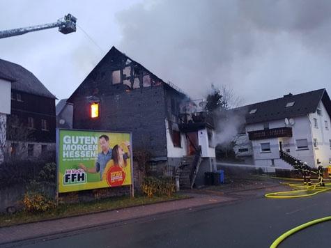 Ein Fachwerkhaus stand in Bromskirchen in Vollbrand: Die Polizei in Frankenberg gibt Informationen bekannt.