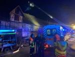 Ein Kaminbrand rief am 30. November 2020 die Feuerwehren, Rettungsdienste und Polizeikräfte auf den Plan - später stellte sich heraus, dass ein Bewohner an einer Rauchgasvergiftung verstarb..