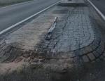 Eine Verkehrsinsel wurde am 16. Juni demoliert - vom Verursacher fehlt jede Spur