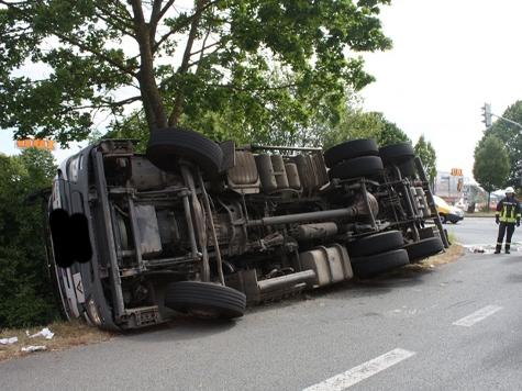 Bei einem Unfall in Warburg entstanden 150.000 Euro Sachschaden.