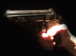 Eine Gruppe hantierte am Montag mit Waffen im Ahnepark.