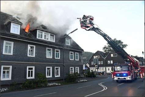 In einer Dachgeschosswohnung brach das Feuer am Morgen aus.