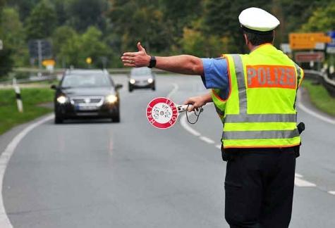 Im Rahmen einer Verkehrskontrolle wurde am 7. Januar ein Lkw mit Angänger kontrolliert - der Fahrer war nicht im Besitz einer gültigen Fahrerlaubnis