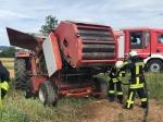 Auf einem Feld bei Bergheim brannte am Samstag eine Rundballenpresse.