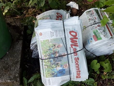 Mehrere Pakete einer Paderborner Zeitung wurden am Diemelsee entsorgt.