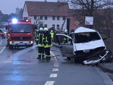 In Bottendorf kam es am 2. Februar zu einem Alleinunfall - der Fahrer wurde schwer verletzt