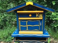 Der Briefkasten sollte bei Abwesenheit immer leer sein - ein vollgestopfter Briefkasten zieht Einbrecher magisch an.