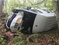 Am 9. Mai 2019 kam dieser Transporter von der Fahrbahn ab und prallte gegen einen Straßenbaum.