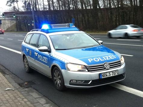 Die Polizei sucht Zeugen einer Verkehrsunfallflucht auf der Bundesstraße 1.