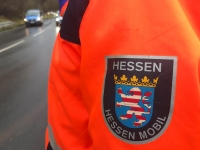Mitarbeiter der Straßenmeisterei rückten am 26. September aus, um die Bundesstraße 253 bei Röddenau zu reinigen.
