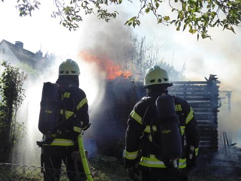 Die Kasseler Feuerwehr wurde zu einem Gartenhüttenbrand alarmiert.