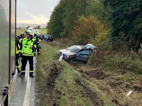 Ein BMW X5 musste am 9. Oktober abgeschleppt werden. Die Freiwillige Feuerwehr Löhlbach war vor Ort.