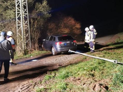 Am 12. Februar kam es auf der Landesstraße zwischen Nieder-Waroldern und Höringhausen zu einem Alleinunfall auf schneeglatter Fahrbahn.