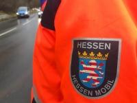 Ein Unfall auf der B 253 ereignete sich am 18. März - Mitarbeiter von Hessen Mobil sowie Einsatzkräfte der Feuerwehr waren vor Ort