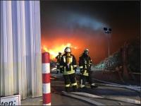 Derzeit ist die Feuerwehr mit einem Großaufgebot im Einsatz.