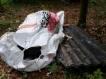 Asbestplatten und anderen Abfall ahben unbekannte bei Bad Wildungen illegal entorgt.