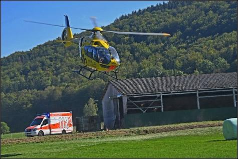 Auch der REttungshubschrauber aus Siegen war in Bad Laasphe im Einsatz. Leider konnte der Reiterin nicht mehr geholfen werden.