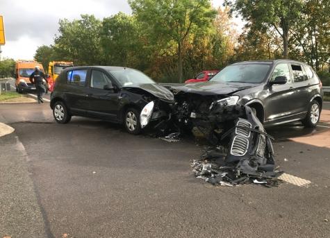 Ein BMW X3 und ein Dacia kollidierten am 7. Oktober auf der B251.