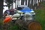 Feuerwehr, THW, Bergwacht, Rettungsdienst und Polizei waren im Einsatz: Der Gleitschirmflieger hatte Glück und blieb unverletzt.